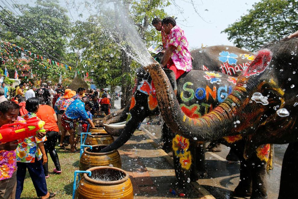 HOW TO CELEBRATE THE NEW YEAR IN THAILAND