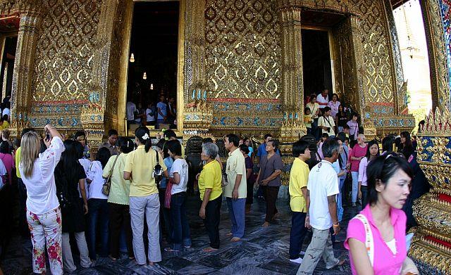 Вход в храм изумрудного Будды.