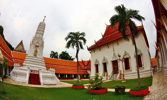 Храм Ват Махатхат в Бангкоке - описание и история храма