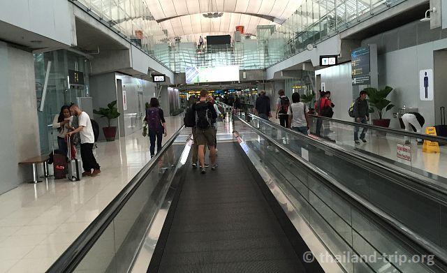 движущиеся дорожки в аэропорту
