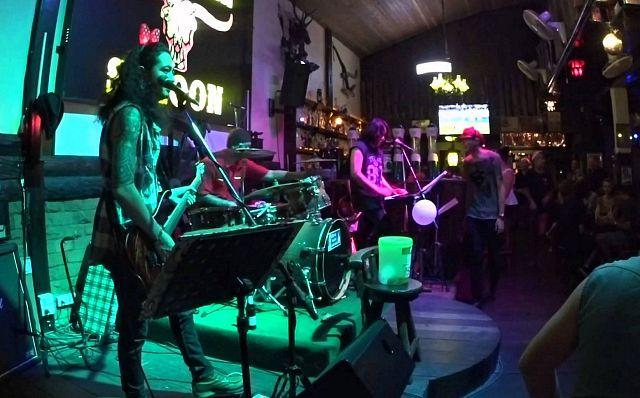 Музыкальный коллектив в Таиланде