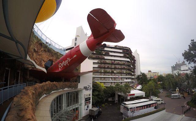 самолет в торговом центре