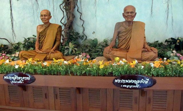 Монахи скульптуры