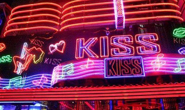 Kiss-Agogo-Bar-Bangkok-001