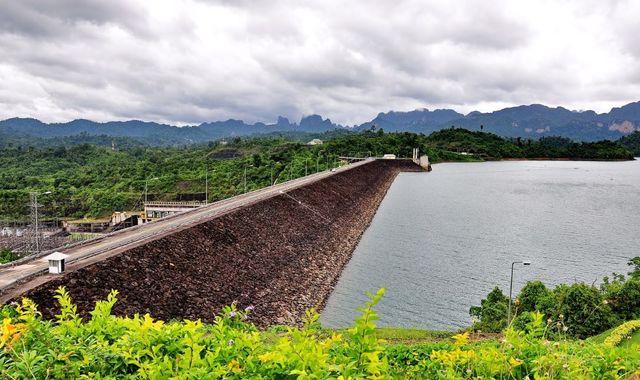 Ratchaprapa dam viewpoint