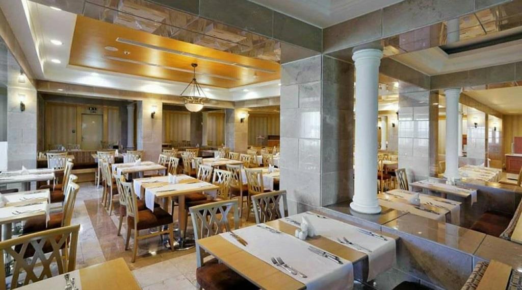 """ร้านอาหารในโรงพยาบาล """"Rixos Carpathian"""""""