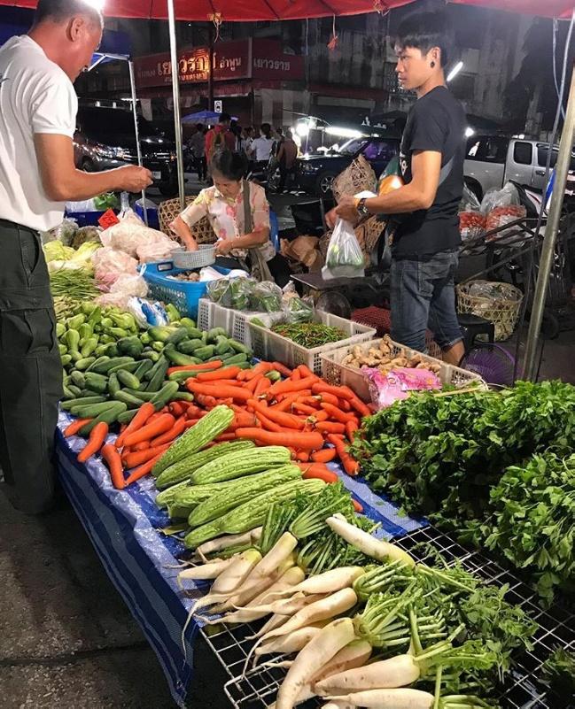 Ночной рынок в Лампхуке