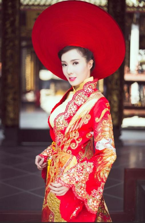 Vietnamese Traditional Dresses