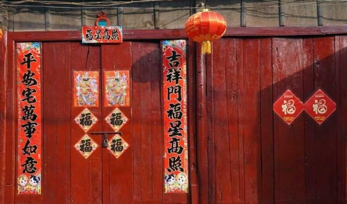 Painting Doors Red In China