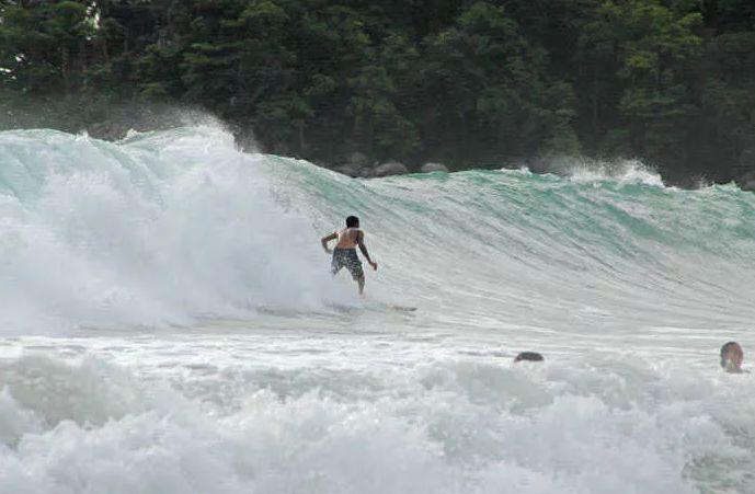 Kata Noi Beach surfing