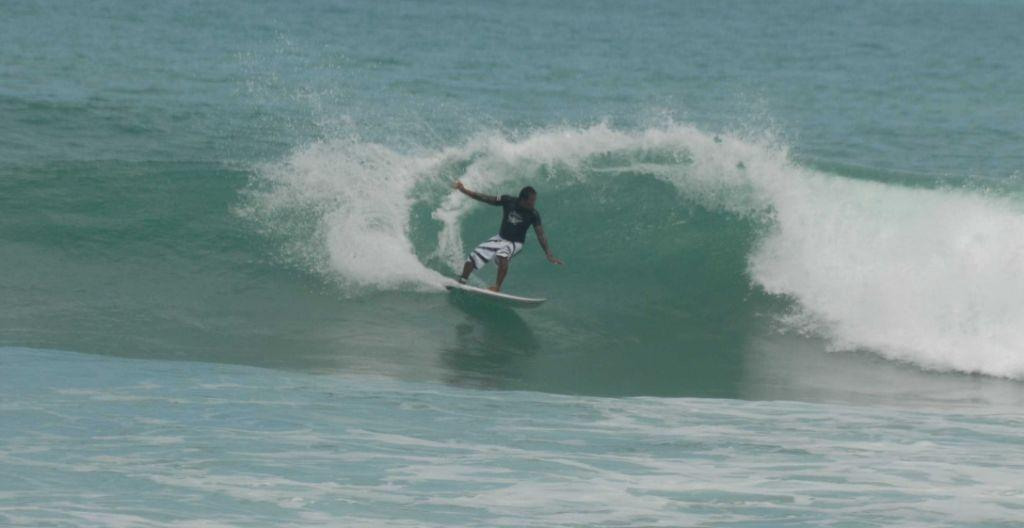 Kalim Beach surfing