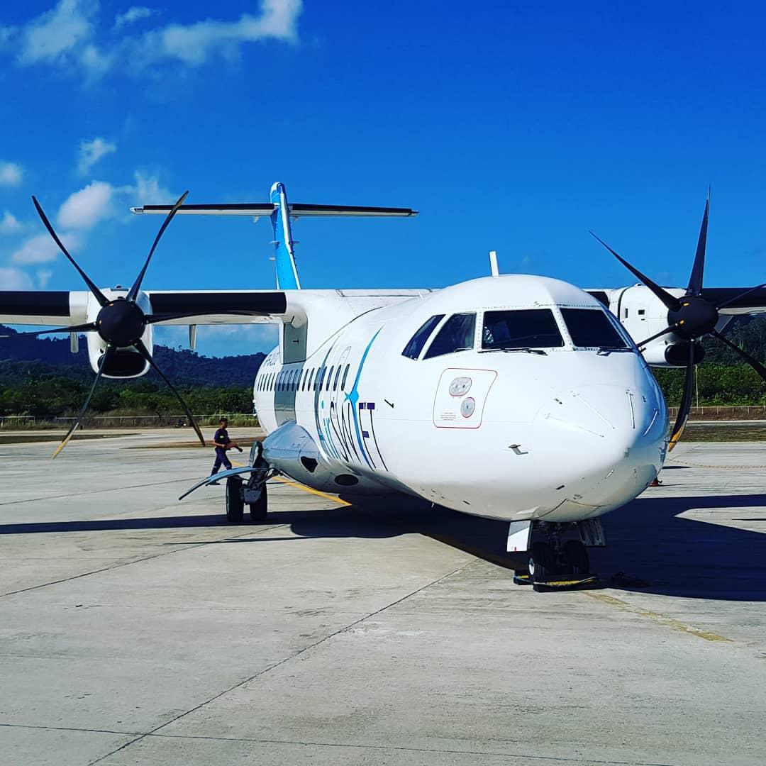 Самолет из Эль Нидо в Корон
