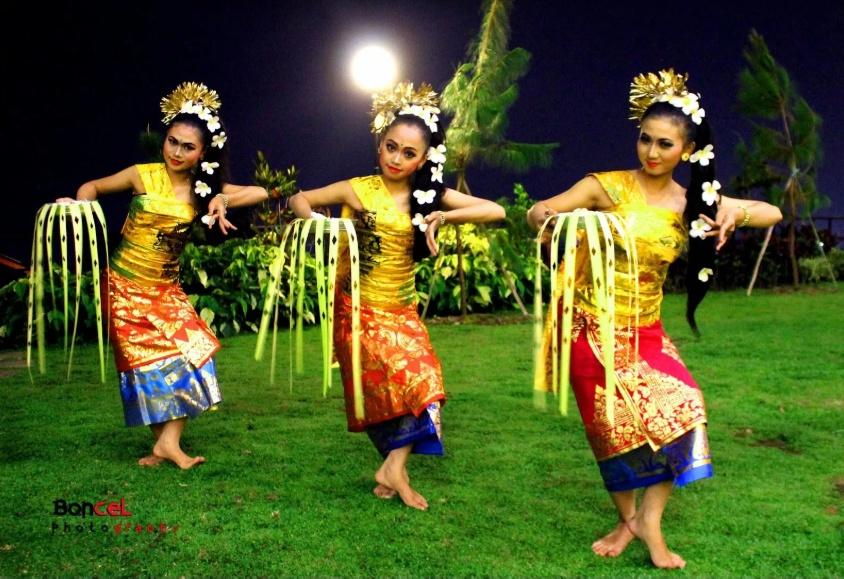 Dans Bali