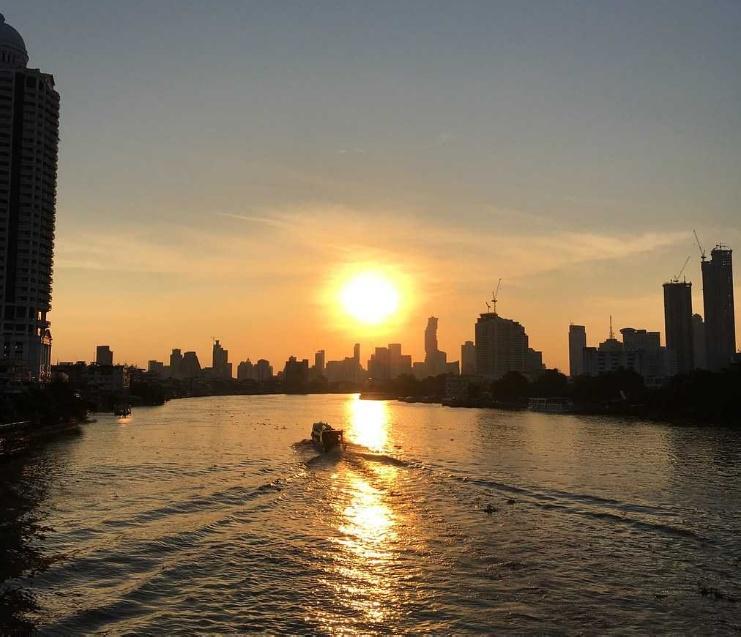 Bangkokda günəşin çıxması