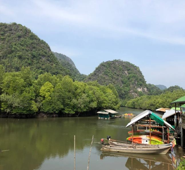 Kayaking in the village of Ban Bortor