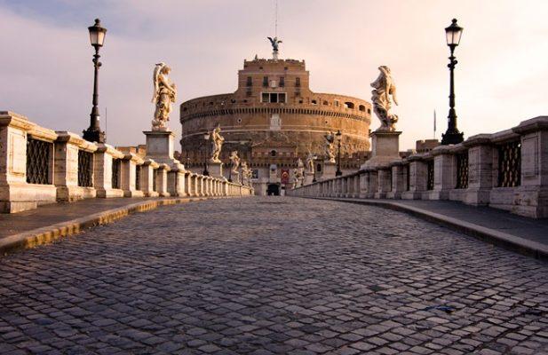 THE ANGELS' BRIDGE IN ROME